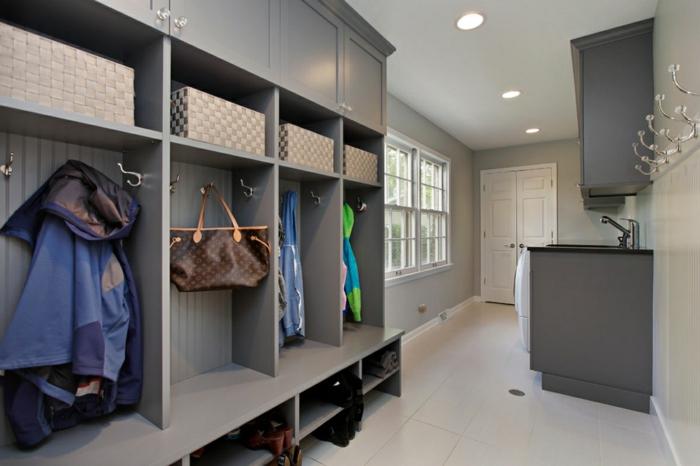 grand meuble entree couloir, vestiaire gris, long couloir d'entrée en gris clair