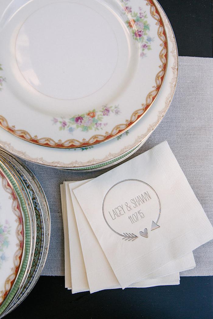 Thème mariage centre de table mariage chouette idée déco table mariage serviette avec noms originales