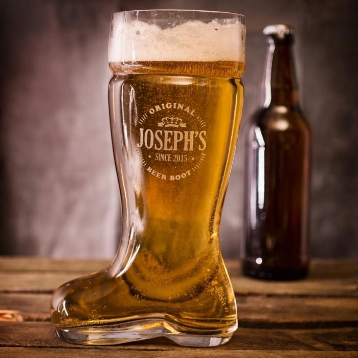 modèle de verre à bière géant en forme de botte comme une idée cadeau pour son père qui aime la bière