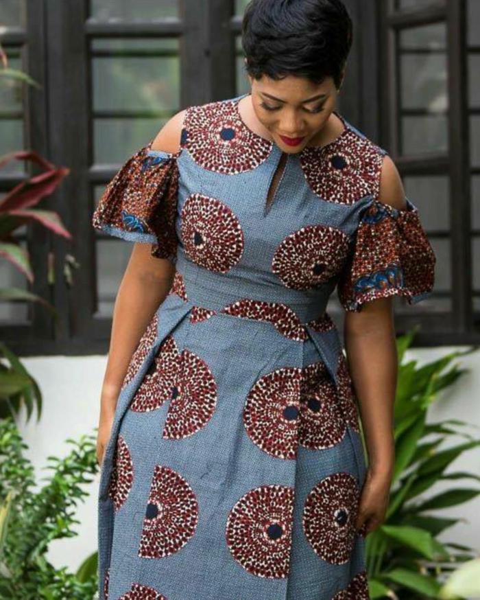 robe femme chic, épaules dénudés, motifs africains, cheveux noirs, robe pour femme grande taille