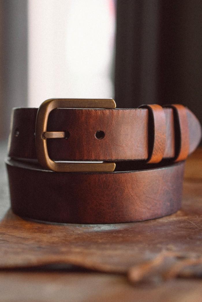 Cadeau pour l'anniversaire d homme ami anniversaire idee quel cadeau choisir une ceinture cuir