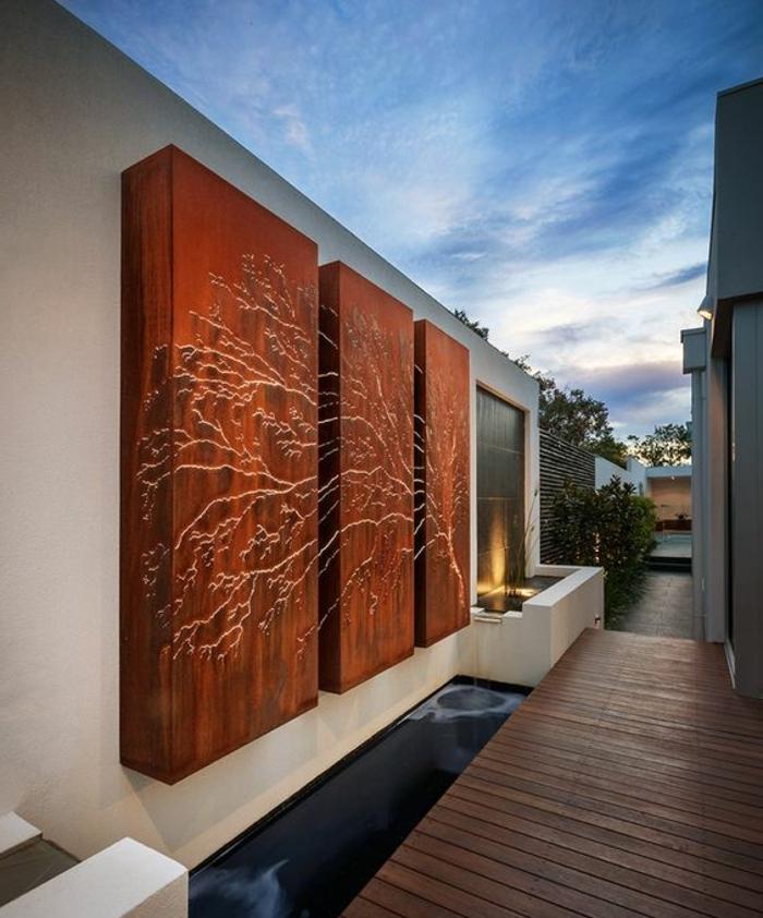 décoration murale extérieure, décoration murale extérieure avec des panneaux en bois qui forment un arbre aux branches illuminées, sol recouvert de poutres en bois