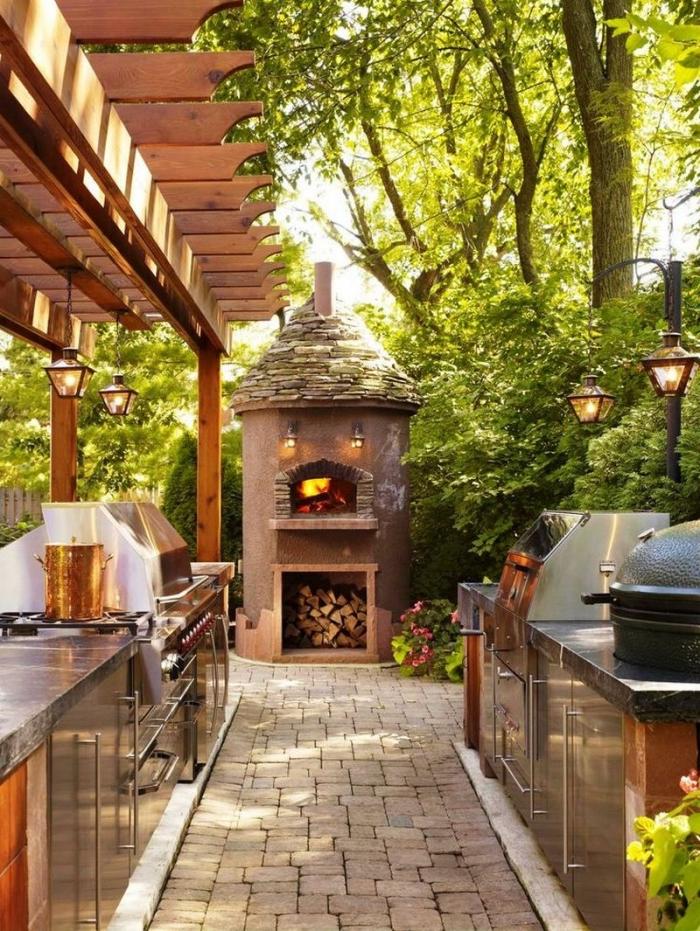 idée comment faire une cuisine dans le jardin avec barbecue et cheminée grille en pierre et inox, idée éclairage de jardin