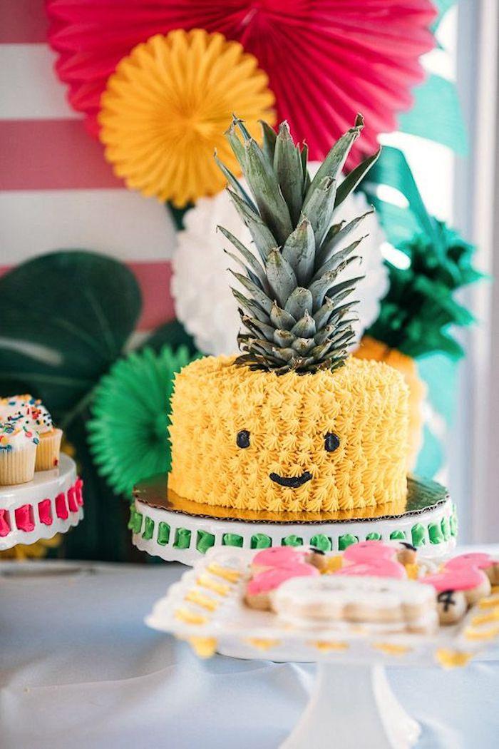 Choisir un gateau rapide comment décorer le gateau d'anniversaire enfant originale idee gâteau ananas forme