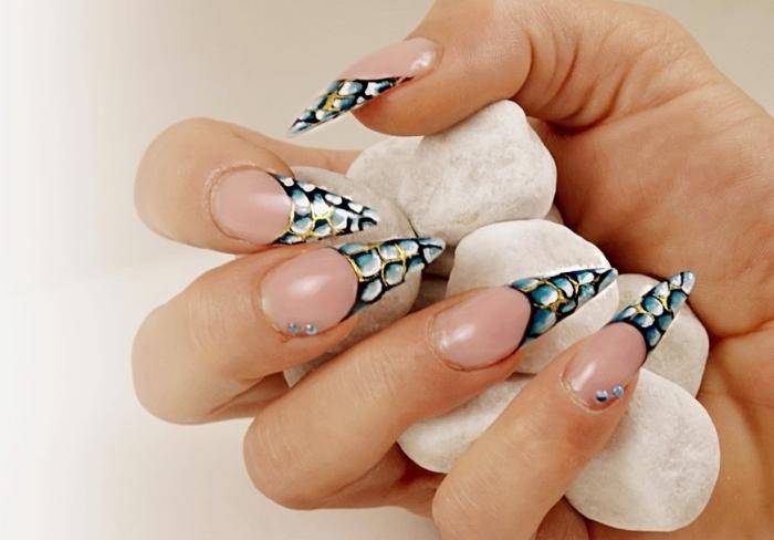 idée comment décorer les ongles longs avec manucure de style français en couleur et design 3D en gris noir et blanc
