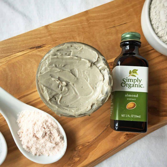 dentifrice naturel à l'argile, huile d'amande et sel rose d'himalaya pour un sourire beau et sain, recette naturelle de pâte à dents
