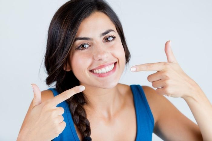 astuces pour avoir un sourire beau et saine, comment fabriquer son dentifrice et quels sont les ingrédients qu'on peut utuliser