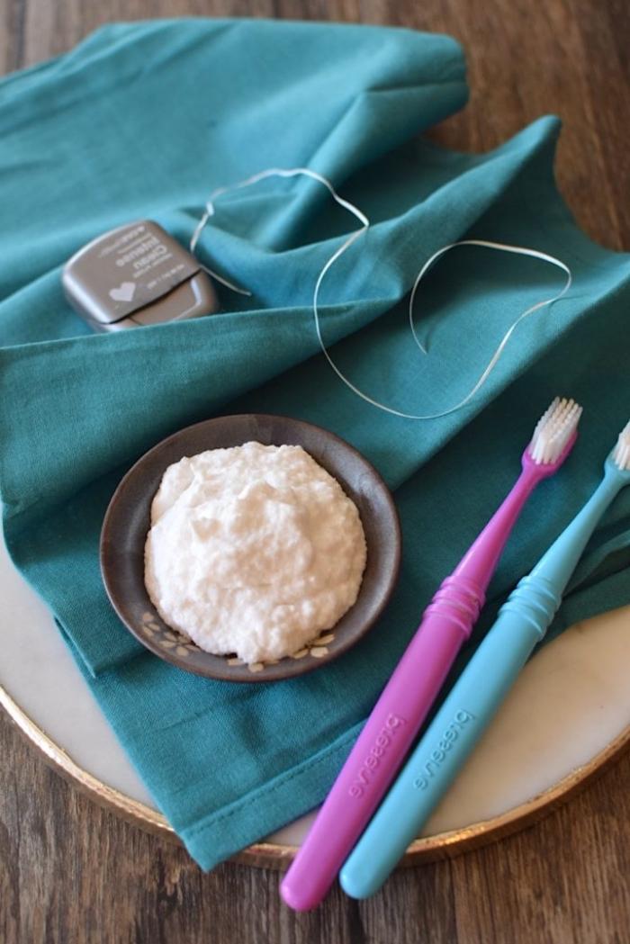 soins naturels pour les dents, recette dentifrice sans fluore à zéro déchet, à l'huile de coco, bicarbonate de soude, carbonate de calcium et peroxyde d'hydrogène