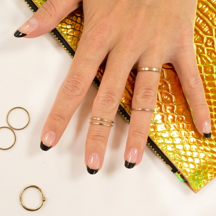 deco ongle en gel à design français avec base transparente et traits noirs, idée manucure facile et élégant en noir