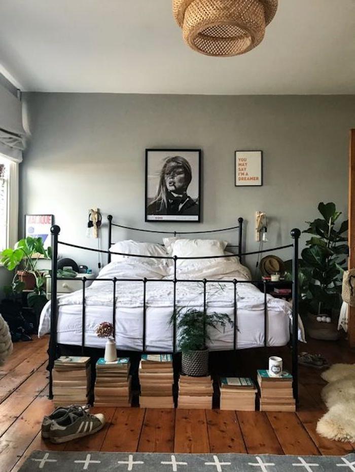 Chambre bleu canard couleur idéale pour chambre adulte association couleurs lit fer vintage intérieur