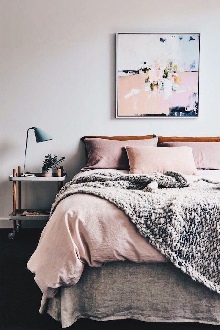 Chambre rose poudré decoration chambre rose et blanc adulte chambre déco peinture abstrait sur mur
