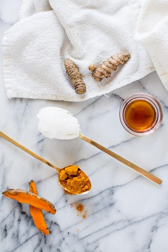 masque pour les boutons au curcuma, miel et yaourt, soin du visage probiotique naturel
