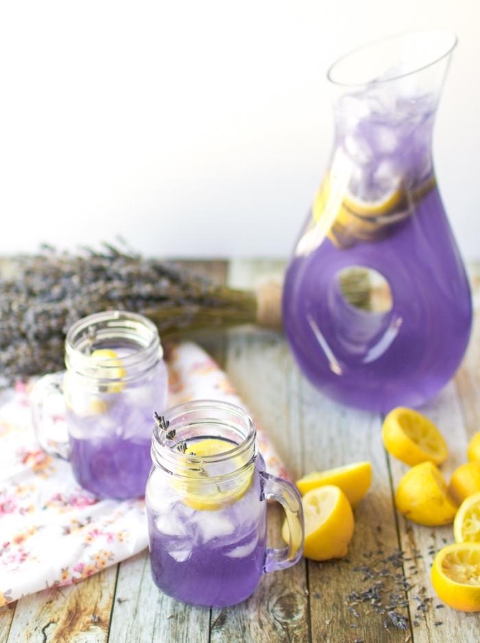 idée de recette jus de fruit frais, comment faire une boisson rafraîchissante aux feuilles de lavande et jus de citron