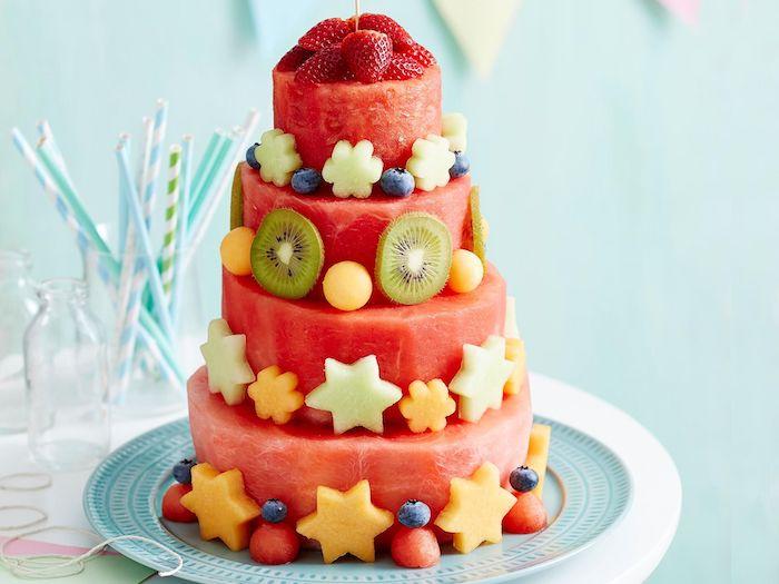 Gateau anniversaire 1 an gateau rapide gâteau enfant mignon 2 ans chouette idée gâteau en étages de pastèque trop cool idee