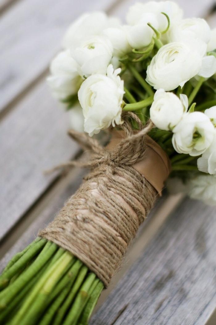bouquet de fleurs rustiques attachées avec ficelle de jute, bouquet simple et élégant