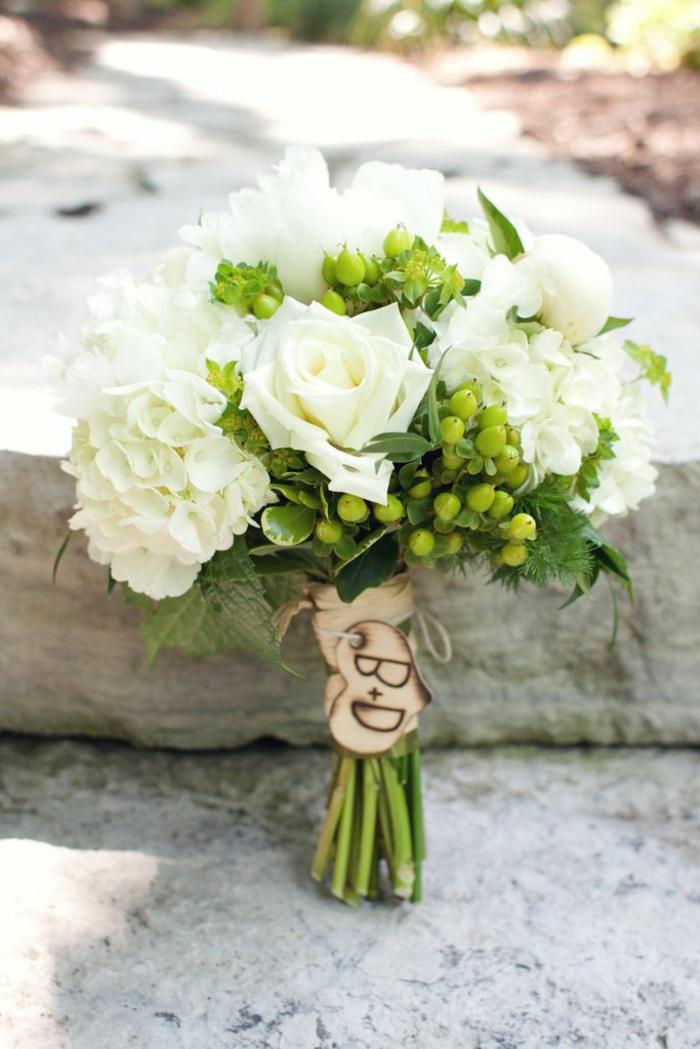 bouquet champetre pour la mariée boho chic, bouquet de fleurs blanches