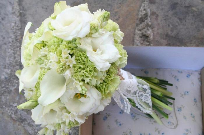 bouquet de mariée pour la mariée boho, mariages champêtre chic, bouquet sophistiqué avec fleurs blanches