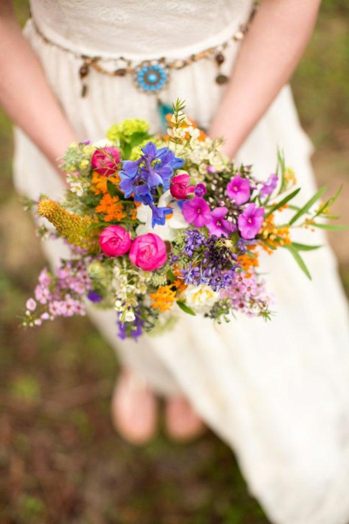 bouquet de petites fleurs fantastiques en couleurs diverses, ceinture style boho chic