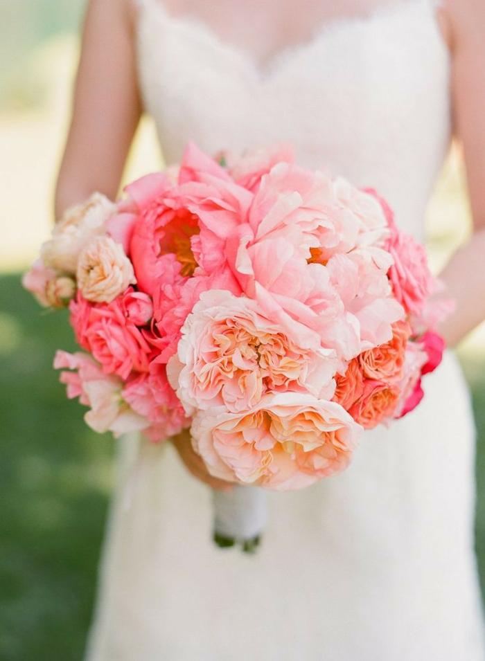 bouquet de mariée rond, bouquet mariée pivoine, mariage champêtre chic