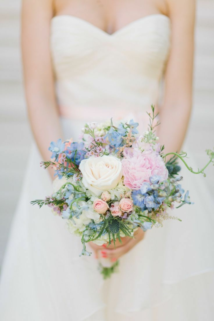 bouquet de couleurs pastels pour une mariée douce et romantique