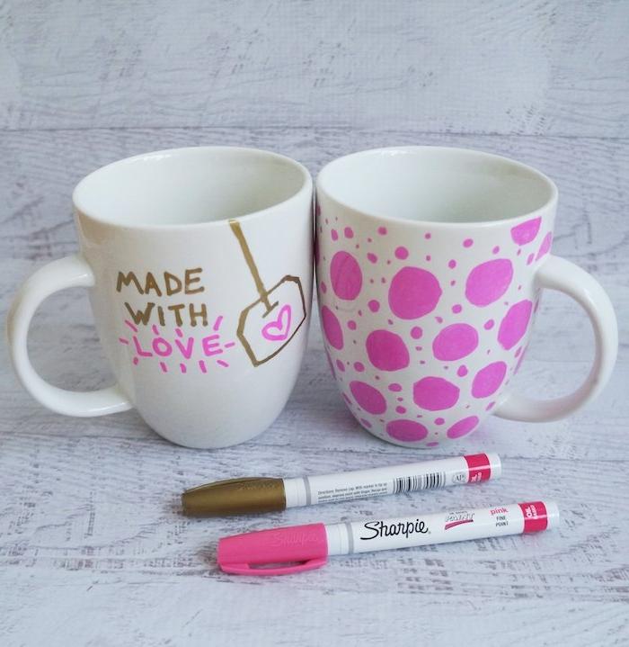 tasse à café mug personnalisé au dessins inélébile, idee cadeau maitresse fin d année, motifs rose et or