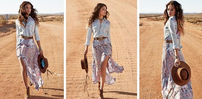 idée comment assortir une jupe longue fluide en rose et bleu avec une chemise en jeans clair et accessoires en marron