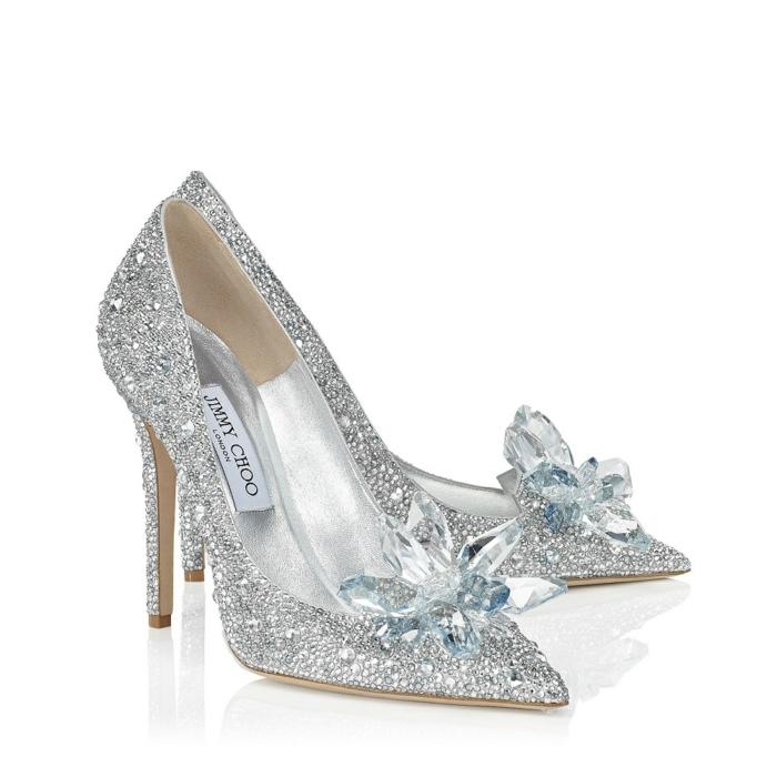 Jimmy Choo modèle bouts pointus talons très hauts, chaussure argenté mariage, petites pierres scintillantes sur la surface entière, chaussure blanche mariage