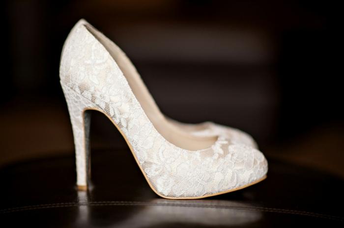 chaussure mariage femme, chaussure mariage ivoire en dentelle, talons aiguilles très hauts, bouts arrondis fermés, chaussure ceremonie femme