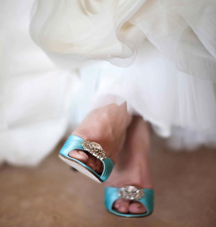 chaussure mariee, chaussure mariage femme, robe blanche, froufrous en dessous type ballerine, chaussure ceremonie femme