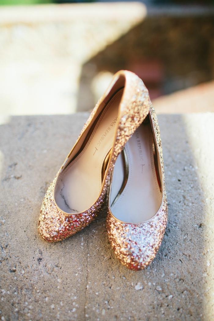 chaussure mariee, escarpin mariage, sequins et paillettes, chaussure plate mariage, bouts arrondis, chaussure dorée mariage