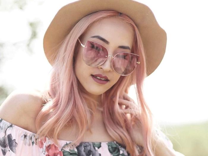 changer de couleur de cheveux avec une teinture en nuance rose pastel, exemple coiffure cheveux longs de base châtain