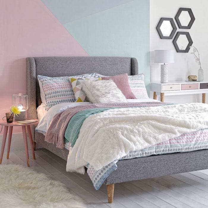 Décoration peinture salon couleur peinture chambre qui apprendre à associer les couleurs rose bleu et mint déco