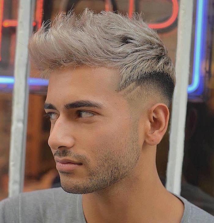 coupe cheveux dégradé banane style coiffure à la neymar avec coloration blond blanc polaire