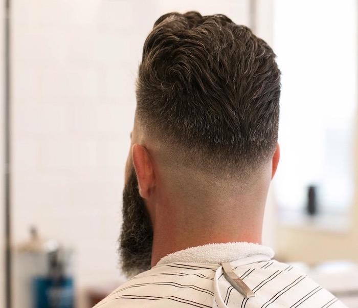 modele dégradé américain homme bas style hipster avec barbe