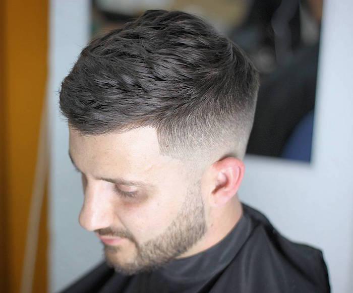exemple de coupe de cheveux dégradé homme haut et dessus sur le coté
