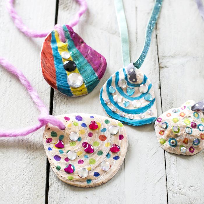 comment faire un bijou collier d une coquille de mer décorée de strass, pierres et peinture, bricolage enfant facile été