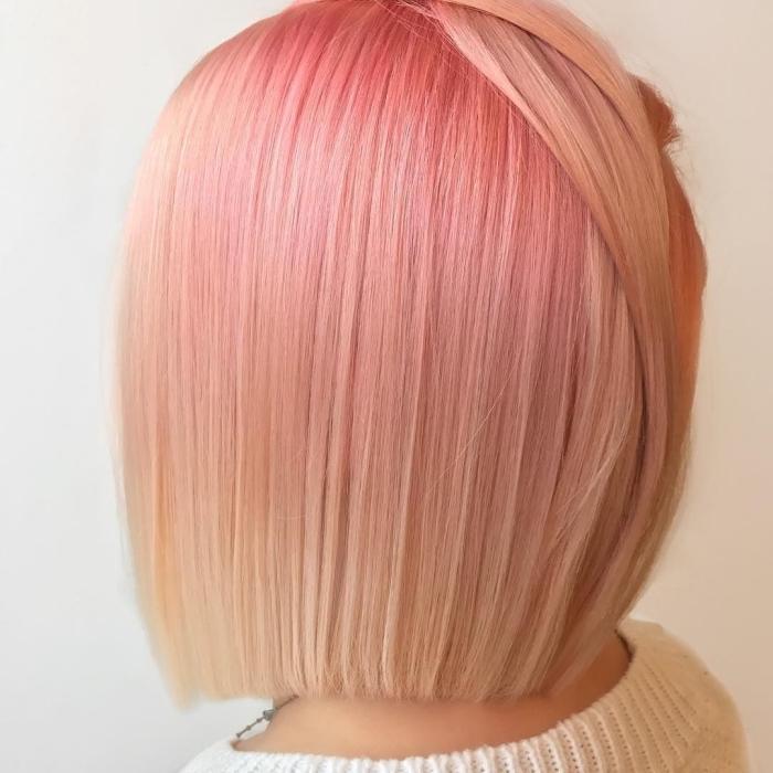exemple de coloration avec la technique ombré en rose pastel et blond sur cheveux de coupe carré mi-longs