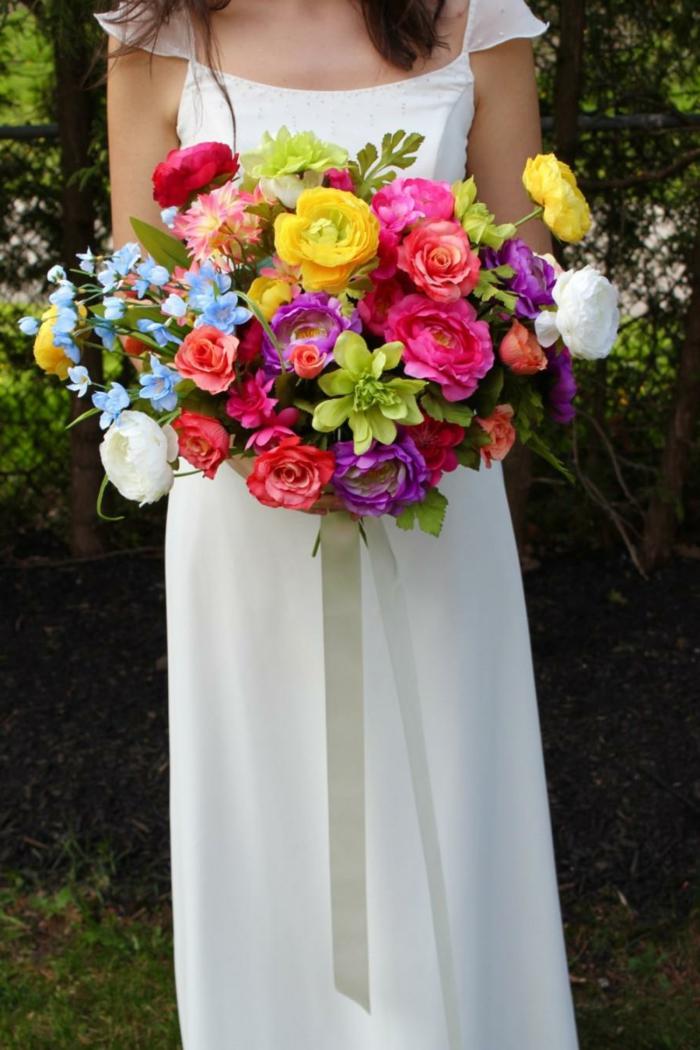 joli bouquet de fleurs aux couleurs de l'arc en ciel, bouquet printanier super beau