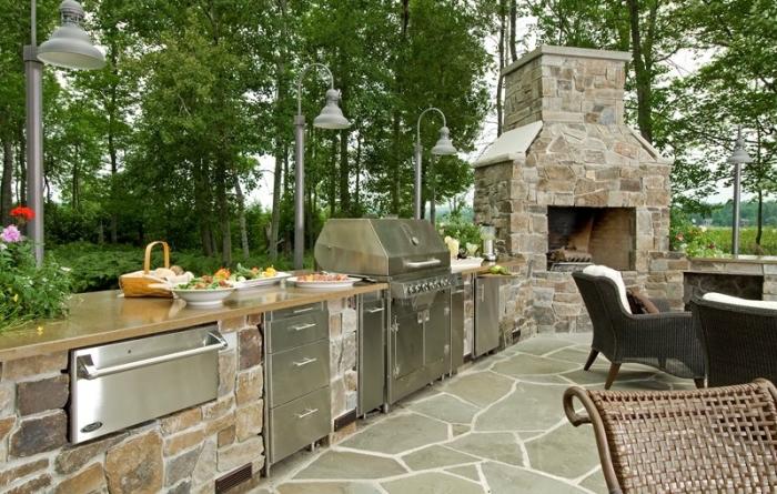idée comment construire une cuisine dans le jardin, modèle d'équipement extérieur avec barbecue et armoires