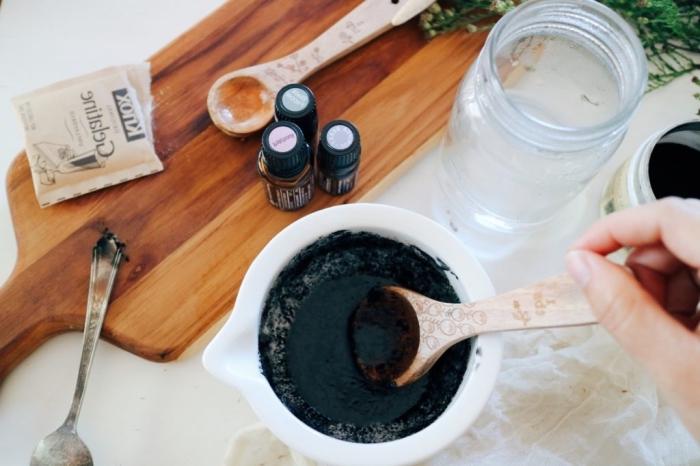 recette de masque purifiant à peler à la fois efficace et ultra doux, au charbon, gélatine et huiles essentielles