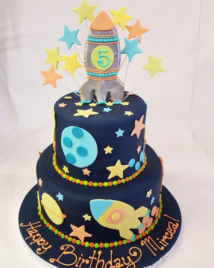Cool idée gateau anniversaire original recette gateau anniversaire jolie décoration magnifique astronaute étages gâteau