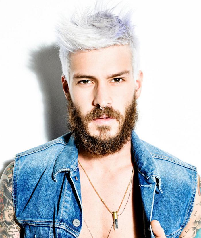 coloration cheveux homme blond platine blanc polaire avec barbe épaisse de hipster