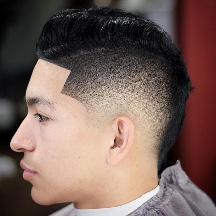 coupe dégradé court homme style crete facon coiffure latino sur la nuque