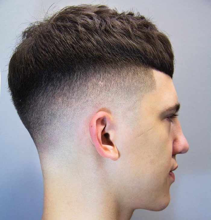 coupe homme tres court en dégradé fondu arrondi et dessus plus epais style coiffure bol à la mode