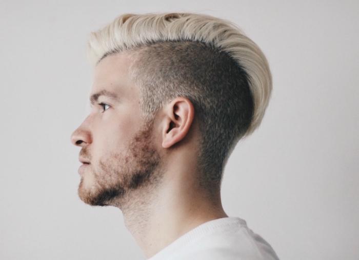 teinture blond platine homme et coiffure style viking tendance plus long dessus et coté coupé court type undercut
