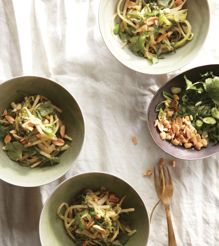 idée de salade d'été originale de la cuisine coréenne, d'épinards,
