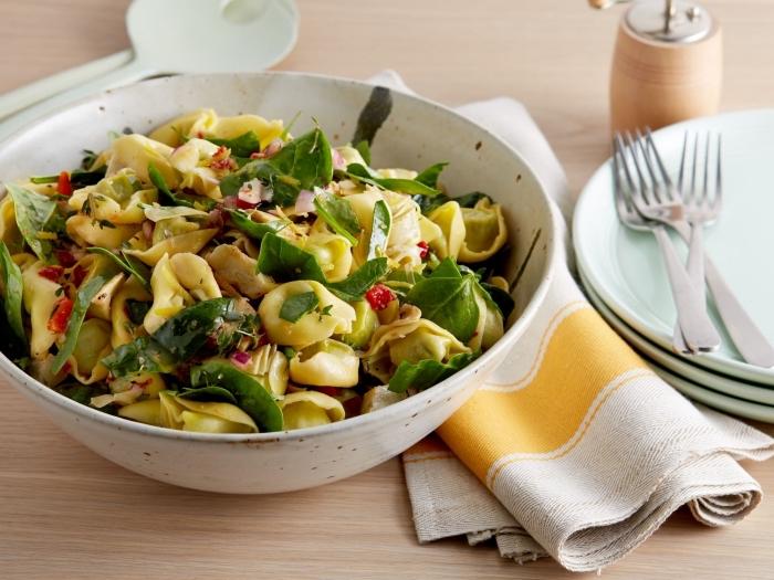 recette facile de pâtes coquilles aux épinards et à l'artichaut, une salade composée été à l'italienne
