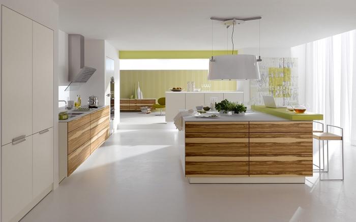 modèle de design intérieur moderne dans une cuisine grande et ouverte équipée avec ilot central blanc et bois