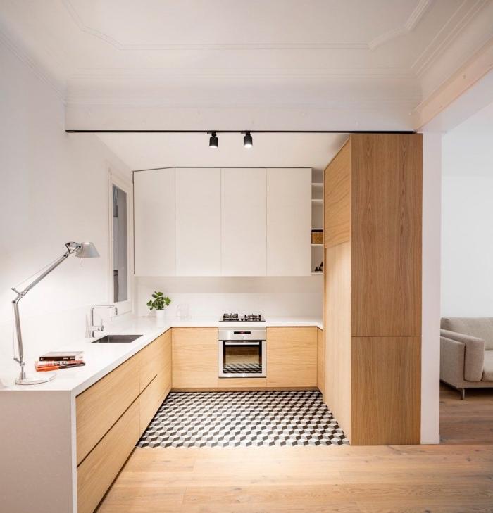 exemple de cuisine bois blanc avec parquet de bois clair et plafond à décoration plâtre blanche équipée avec meubles bois