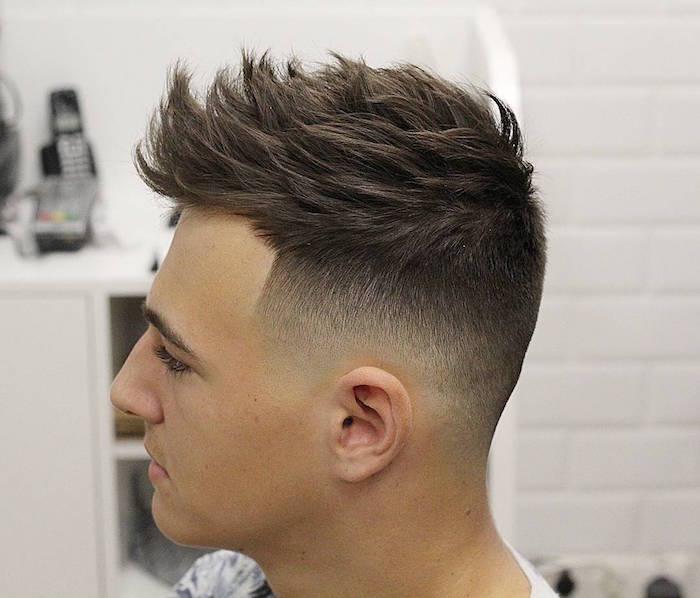 coiffure homme actuelle avec dégradé progressif sur le coté